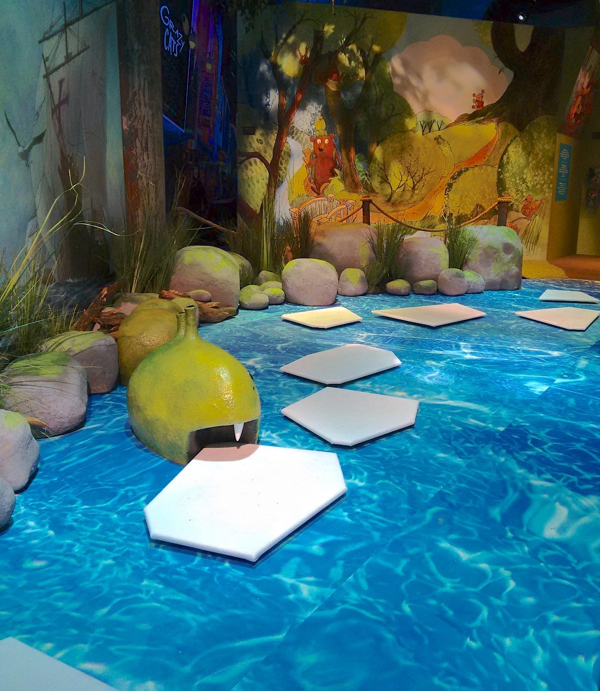 """""""Viisi ihmeellistä aarretta"""" näyttely.Meri"""