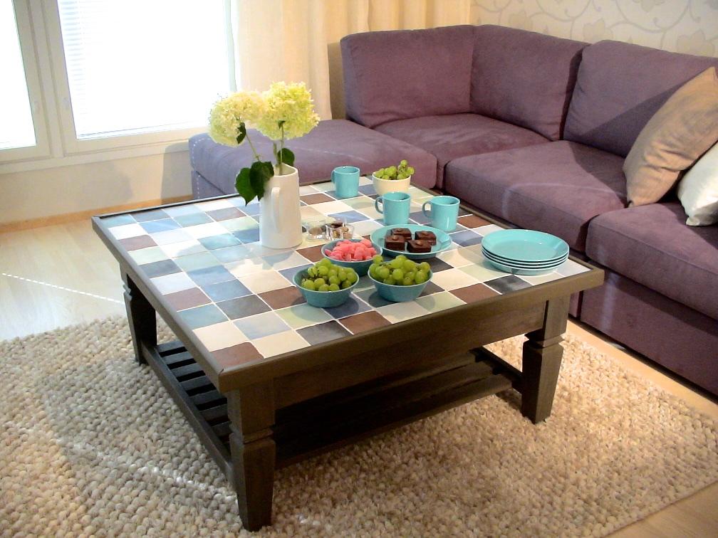 Laattapintainen sohvapöytä. Valokuva LC